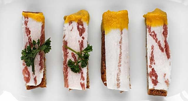бутерброд с салом и горчицей