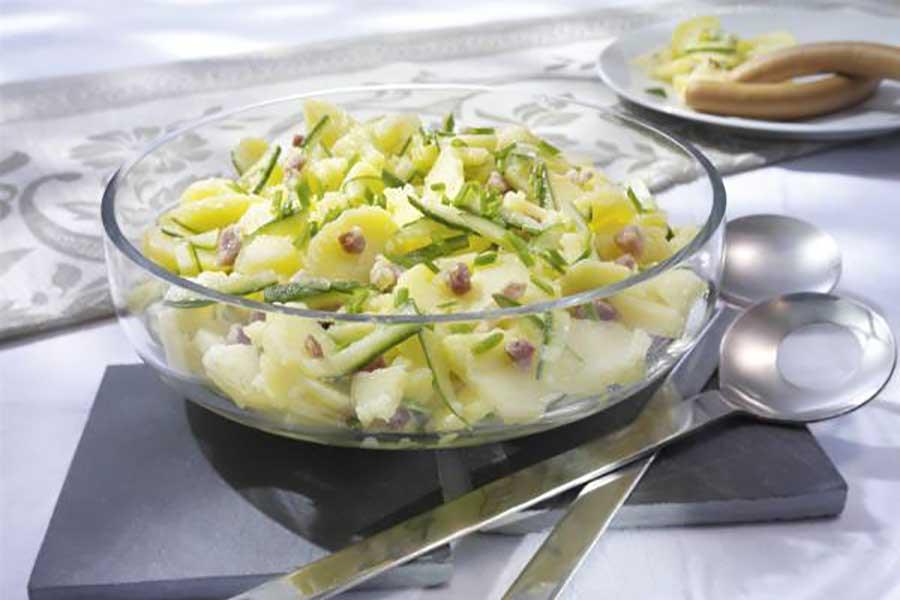 картофельный салат с салом и огурцом
