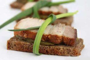 бутерброд с салом и огурцом