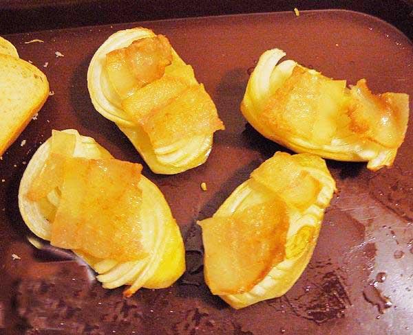 картошка с салом и луком, запеченная в духовке
