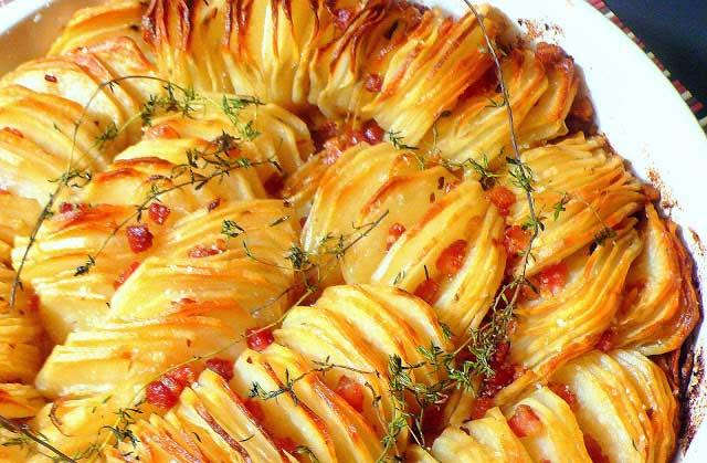 сало с картофелем курицей и помидором